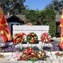 Делегации положија цвеќе на гробот на Гоце Делчев