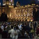 10 минути траеше упадот во Српското собрание, полицијата ги растера со голема количина солзавец