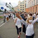 Белорусија: Марш на жени во бело во солидарност со повредените во протестите