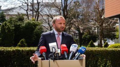 Опозицијата го обвинува Курти дека го блокира Косово поради изборите во Албанија