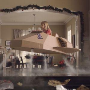 Новата празнична реклама на FedEx ja претставува емоционалната страна на доставувањето подароци