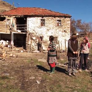Семејство од прилепско 15 години живее во нечовечки услови, без стpyja, без услови за хигиена…