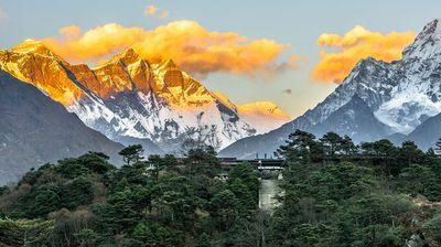 Еверест- хотелот на Монт Еверест на висина од 4.000 метри