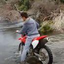 Беше убеден дека може да ја премине реката со мотор, помина многу полошо отколку што очекуваше