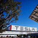 """Вредноста на """"Tesla"""" мина илјада милијарда долари"""