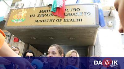 Протест на родители на онкоболни деца заради процедури по изписване на лекарствата