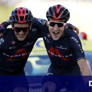 Величествено: Двама колоездачи финишират заедно в Тура (СНИМКИ)