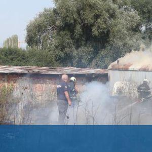 Голям пожар в София, запалиха се тревни площи