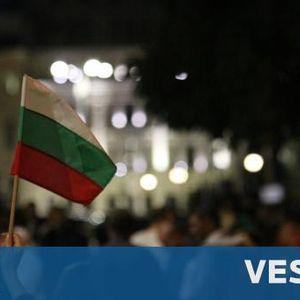 83-и ден на протести, в Благоевград посрещнаха Караянчева с яйца