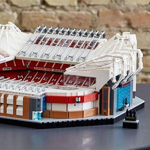 Old Trafford направен од 4.000 Lego коцки