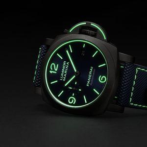 """Пет најдобри часовници со кои ќе ја """"осветлите"""" вашата колекција"""