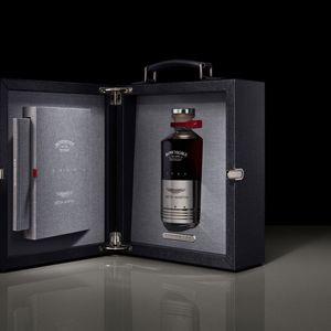 Aston Martin и Bowmore креираа виски во чест на моделот DB5