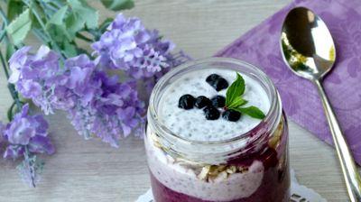 Фит десерт со боровинки, мусли и чиа семе