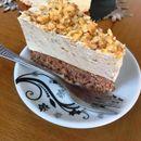 Едноставна и вкусна торта  со млеко од ореви
