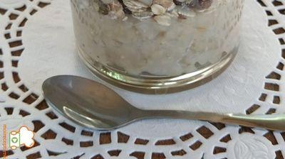 Натура слатка пченица во чаша