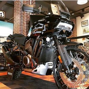 Авантуристичкиот мотоцикл од Милвоки на турнеја низ Европа