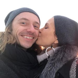 ROMANTIČNO JUTRO: Dušan Reljin iznenadio Elenu Karaman doručkom u krevetu