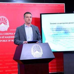 Иако тврдеше дека има превработеност Манчевски вработува нови 35 административци