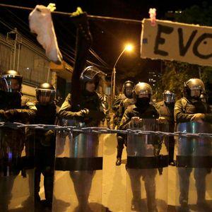 Најмалку 12 повредени во немирите во Боливија