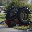 Трагедија во Струмичко, загинаа две деца откако тракторот се превртел и паднал во река