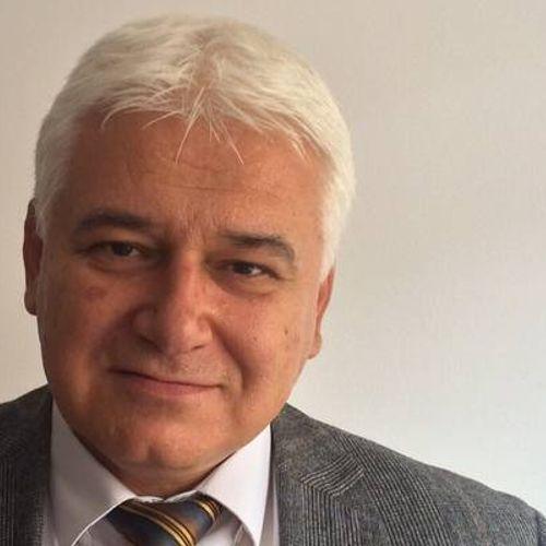Проф. Пламен Киров: Парламентът удари дъното, остава ни само да се забавляваме