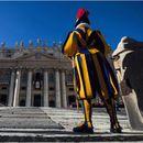 Свештеник кој живее во истата резиденција како и папата е заразен со Ковид-19