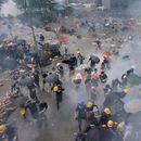 (ВИДЕО) Хаос во Хонгконг: Демонстрантите тргнаа кон парламентот