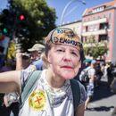 Германците на улица: Мисли! Немој да носиш маска!