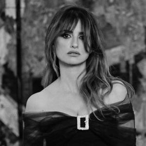 """Ревија како семеен албум: Високата мода на """"Шанел"""" ги собра музите во Париз"""