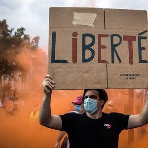 На улиците 200.000 Французи против епидемиолошките мерки, се судрија со полицијата