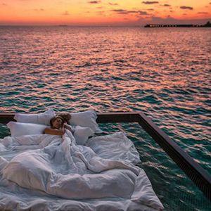 Хотел на Малдиви ви нуди да спиете на океан, под ѕвезди