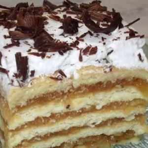 Многу сочен колач со јаболка, пудинг од ванила и бисквити – се топи во уста