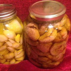 Лук во маслиново масло: Ги лекува крвните садови и срцето, лекува рани, поттикнува раст на нова коса