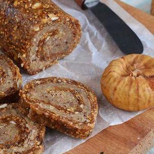 Ролат со суви смокви, ореви, брзо се приготвува – одличен за вашата посна трпеза