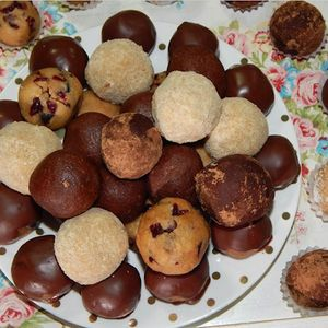 Посни колачи: 4 вида бомбици од една смеса – без печење со фантастичен вкус