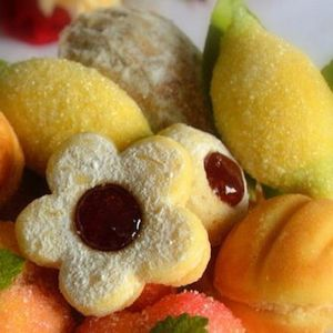 Конечно го имаме најдобриот рецепт за ситни колачи – ЛИМОНЧИЊА – излегуваат 80 парчиња!