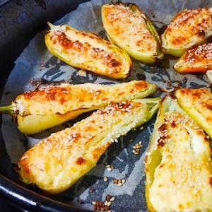 Пиперки од рерна со павлака, без капка масло – може со зелени или црвени пиперки, превкусни се