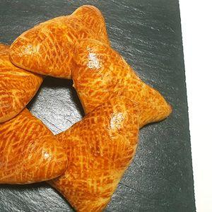Вкусни триаголници со сирење, декоративни и меки како памук, одлични за појадок или вечера