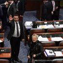 Уставните измени поминаа во македонското Собрание-Договорот оди во грчкиот Парламент