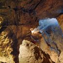 Неизвестни са надраскали хилядолетните рисунки в пещерата Магура