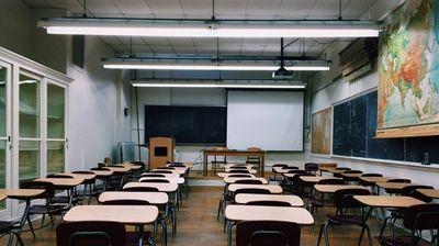 Закриват три паралелки в училищата във Великотърновско