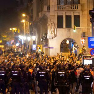 Започва разследване кой организира и координира протестите в Барселона