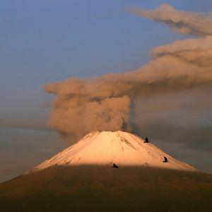 Вулканът Попокатепетел продължава да изригва