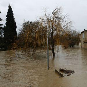 """1500 души бяха евакуирани във Франция заради бурята """"Глория"""""""