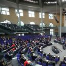 Бундестагът гласува спасителен пакет от 1,1 трилиона евро