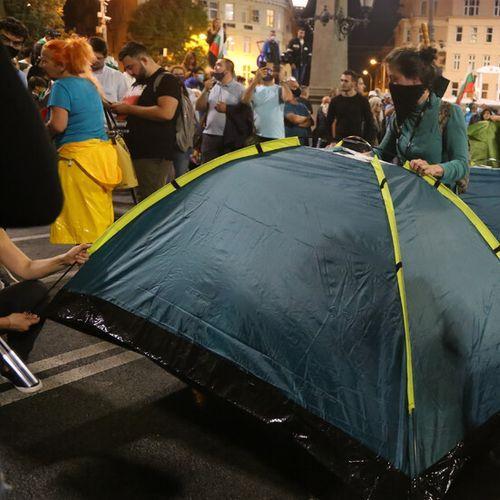 """Протестиращи отново разпъват палатки на """"Орлов мост"""" и пред МС (ВИДЕО+СНИМКИ)"""