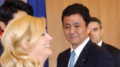 По-малкия брат на Шиндзо Абе е новият японски министър на отбраната
