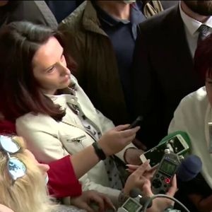 Освиркаха Цвета Караянчева преди партийна среща в Благоевград