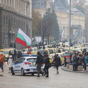 Протест срещу предложените по-строги мерки (ВИДЕО+СНИМКИ)