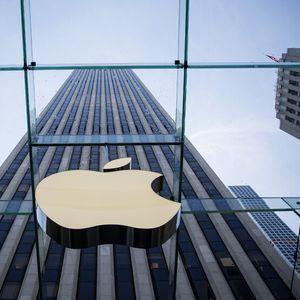 Apple купува поне по една компания всеки месец